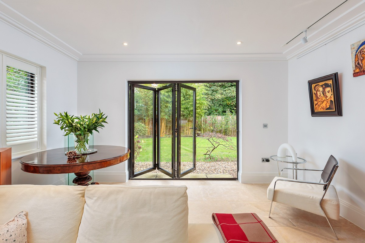 bifold-doors-hamilton-windows-17