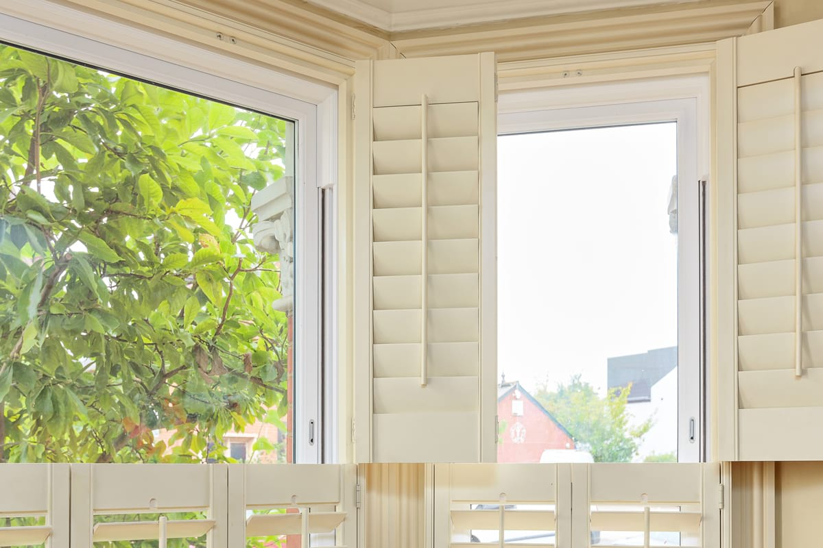 picking-shutters-for-bay-windows